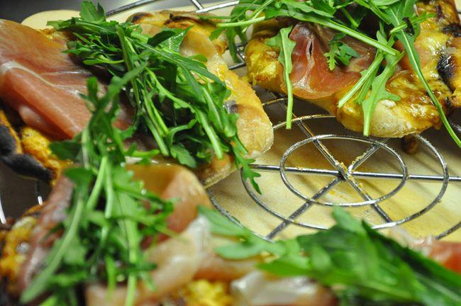 Minipizzen mit Parmaschinken und Rauke - kochschläger