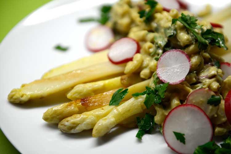 veganer-spargel veganer Spargel Allgemein Frühlingsrezepte Gewürze Hauptspeisen Kräuter Nudeln oder Pasta preiswert Spargel vegetarisch